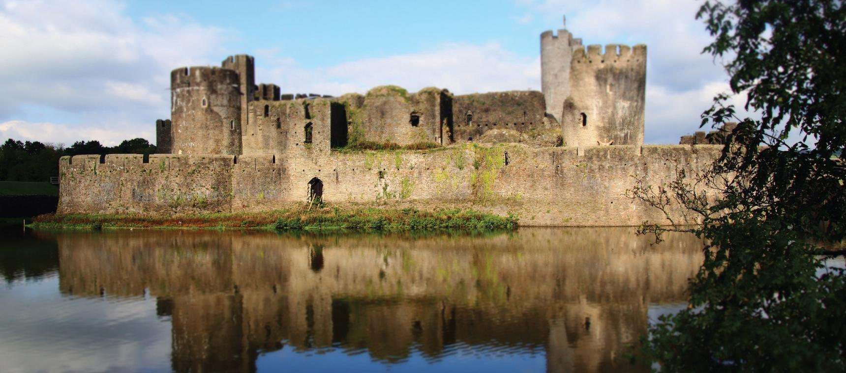 Caerphilly Castle by nicolerugman https://www.flickr.com/photos/nicolerugman/10335913013/