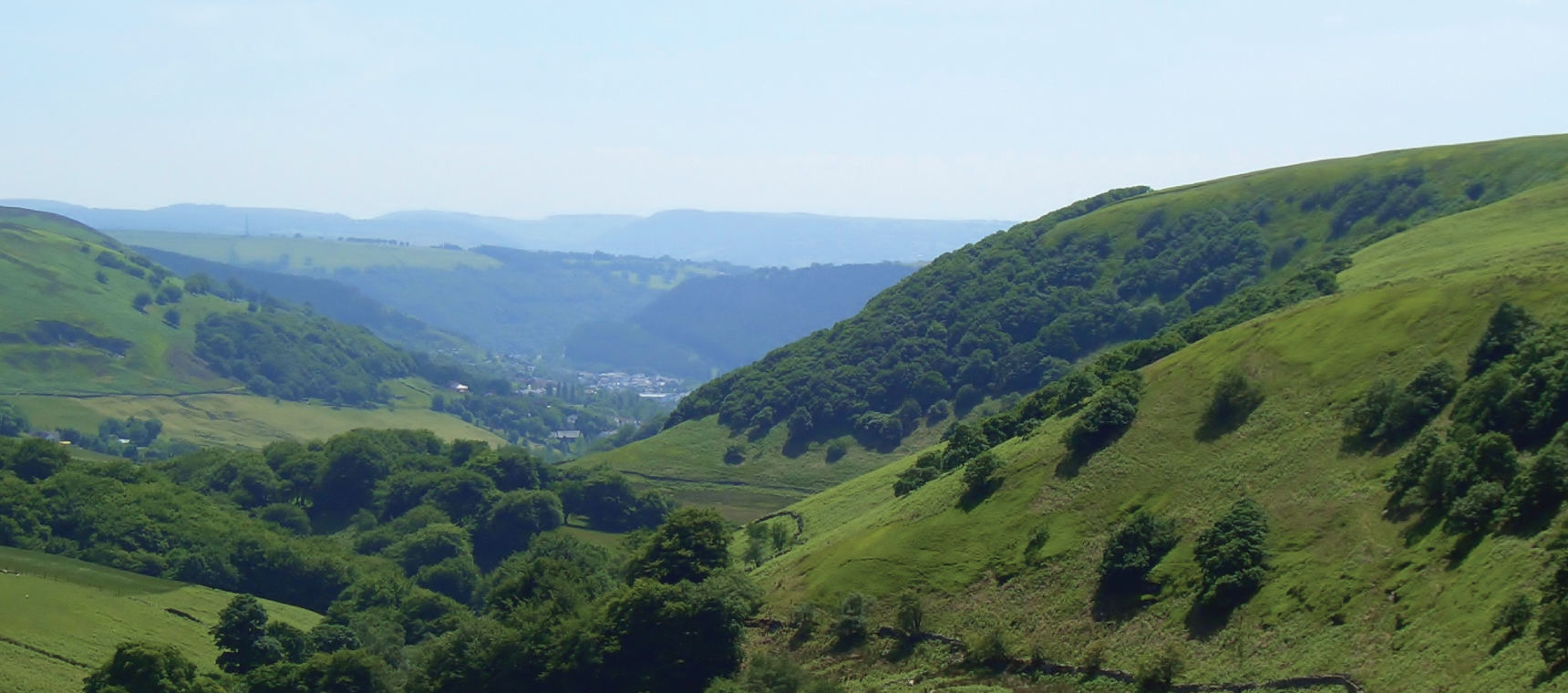 Looking towards Abertillery from the head of the Tyleri by Tylerian3 https://commons.wikimedia.org/w/index.php?title=User:Tylerian3